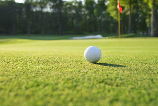 golf-ball-on-golf-course
